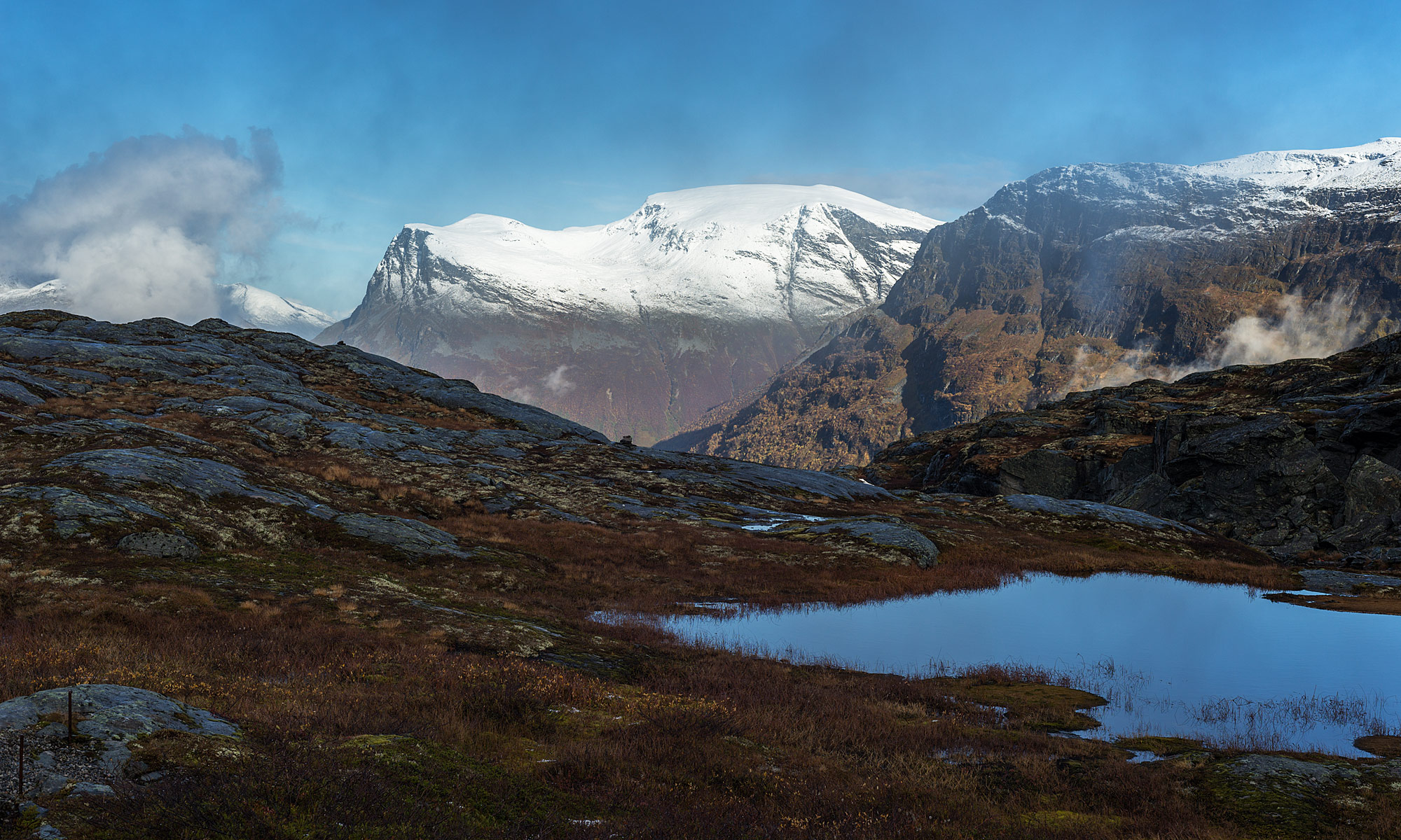 On Geirangervegen – Snow on Sætertverrfjellet and Blåfjellet – Landscape Photography